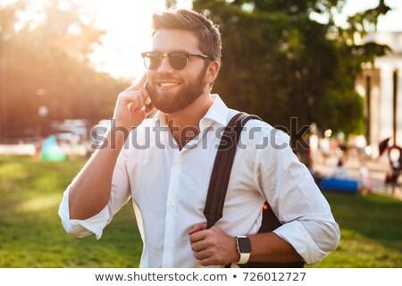 feliz · sonriendo · hombre · barba · calle · de · la · ciudad · estilo · de · vida - foto stock © dolgachov