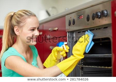 女性 · 洗浄 · オーブン · 笑みを浮かべて · サービス - ストックフォト © andreypopov