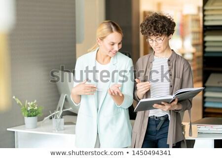 Kettő kreatív néz iktatókönyv belsőépítészet választ Stock fotó © pressmaster