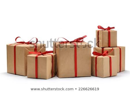 Beyaz hediye kutusu kahverengi şerit yay yalıtılmış Stok fotoğraf © teerawit