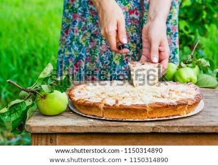 Taze ev yapımı elmalı pay badem Stok fotoğraf © dash