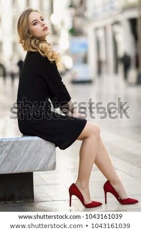 Foto stock: Mulher · vestido · preto · estúdio · retrato · gradiente