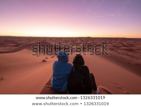 Silhueta homem areia mão caucasiano Foto stock © nito
