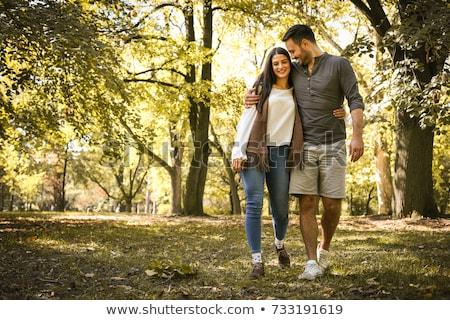 férfi · nő · kéz · a · kézben · sétál · ősz · park - stock fotó © boggy