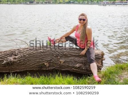 terhes · nő · kint · mosolyog · ül · kicsi · nő - stock fotó © vilevi