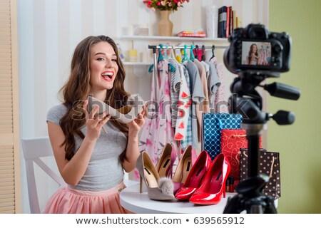 Vrouwelijke mode blogger blog winkelen Stockfoto © dolgachov