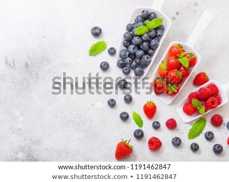Fraîches organique brut bleuets blanche évider Photo stock © DenisMArt