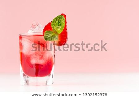 Zoete zomer aardbei cocktail cocktail party partij Stockfoto © furmanphoto