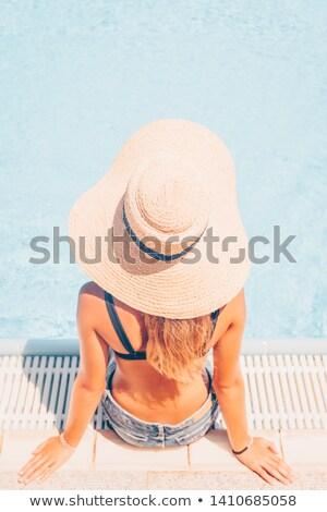 женщину · соломенной · шляпе · солнечные · ванны · друзей · Бикини · песок - Сток-фото © wavebreak_media