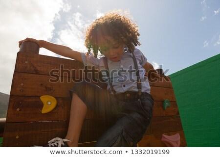 Elöl kilátás iskolás lány mászik fal iskola Stock fotó © wavebreak_media
