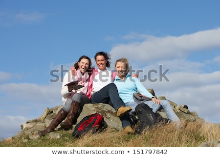 senior · donna · picnic · amici · vino · donne - foto d'archivio © monkey_business