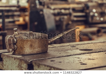 nő · hordoz · olaj · hordó · kaukázusi · munkás - stock fotó © rastudio