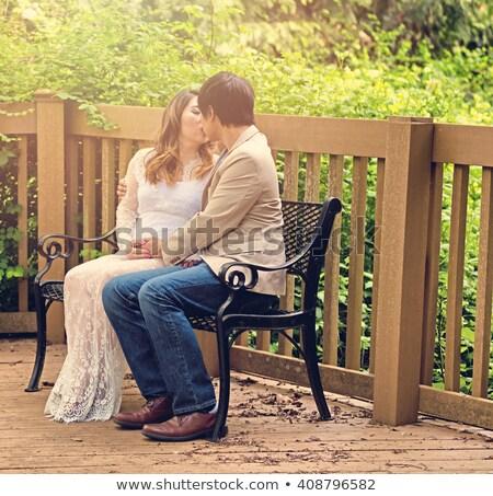 Mamá papá besar patio banco aire libre Foto stock © tab62