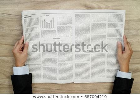 Homme lecture journal titre petites annonces stylo Photo stock © Zerbor
