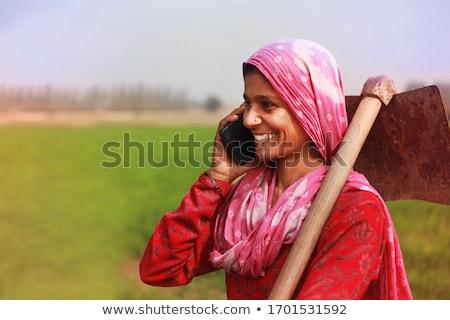 女性 農家 麦畑 話し 携帯電話 栽培 ストックフォト © stevanovicigor