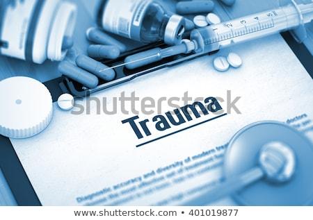 Trauma médico foco pílulas seringa diagnóstico Foto stock © tashatuvango