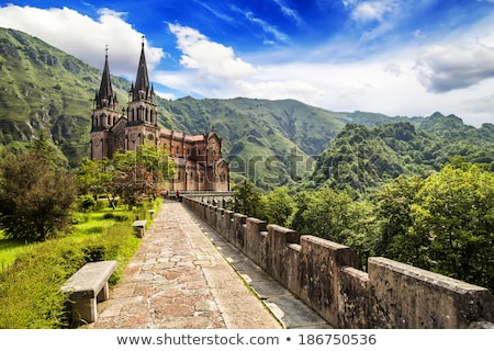 katholiek · basiliek · kerk · gebouw · bouw · berg - stockfoto © lunamarina
