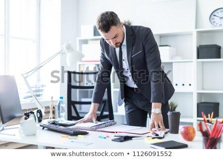 Man kantoor handen tabel documenten Stockfoto © Traimak