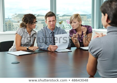 vrouwelijke · manager · sollicitatiegesprek · aanvrager · naar · cv - stockfoto © andreypopov