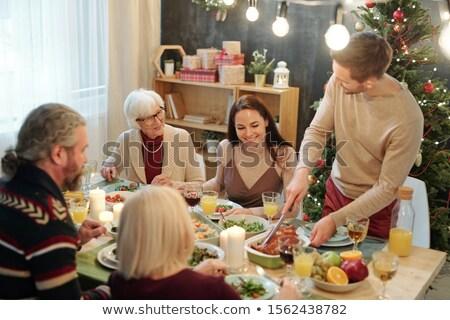 glimlachend · familie · eettafel · moeder · permanente · portret - stockfoto © pressmaster