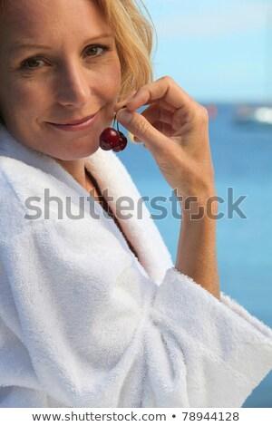 50 anni vecchio donna bionda accappatoio mare Foto d'archivio © photography33
