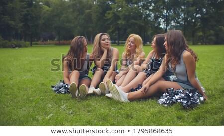 Glimlachend cheerleader vergadering gras glimlach mode Stockfoto © stuartmiles