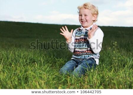 Stock fotó: Kicsi · fiú · tapsol · kezek · térdel · nagy