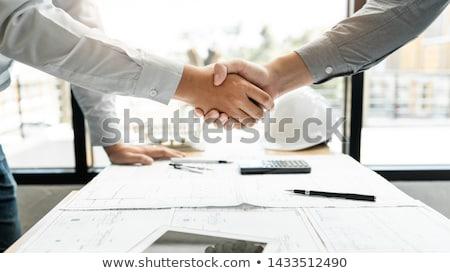 aperto · de · mãos · trabalhando · escritório · sorridente · papel · sorrir - foto stock © photography33