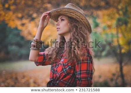 Gekruld meisje cowboyhoed portret vrouw model Stockfoto © OleksandrO