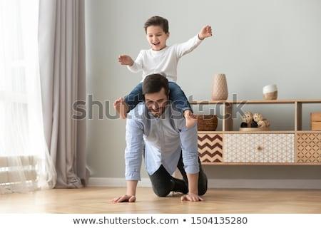 Ouders kinderen op de rug home meisje glimlach Stockfoto © wavebreak_media