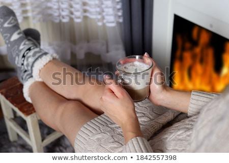 Focus vrouw koffiemok woonkamer boek Stockfoto © wavebreak_media