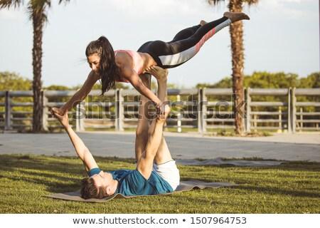 Hispânico homem acrobacia exercer ginásio Foto stock © dacasdo