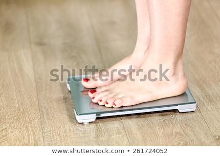 Zdjęcia stock: Nadwaga · kobiet · skali · posiedzenia · odizolowany · biały