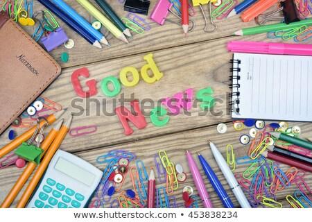 Una buena noticia palabra oficina herramientas mesa de madera escuela Foto stock © fuzzbones0