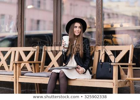 mooie · glimlachend · vrouw · met · behulp · van · laptop · straat - stockfoto © yatsenko