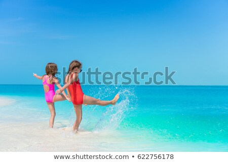 sautant · plage · photos · Homme · silhouette · jeune · fille - photo stock © feverpitch