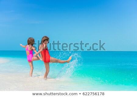 család · fut · tengerpart · mosolyog · férfi · nyár - stock fotó © feverpitch