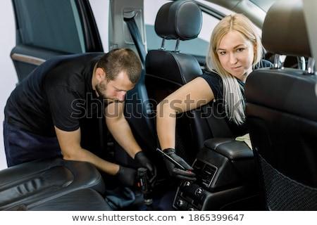 Jonge vrouw schoonmaken elektrische auto auto natuur venster Stockfoto © IS2