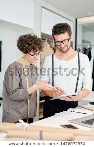 Due giovani creativo punta touchpad display Foto d'archivio © pressmaster