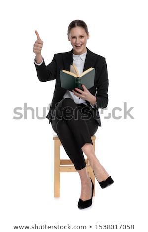Sitzend Geschäftsfrau halten Buch Stock foto © feedough