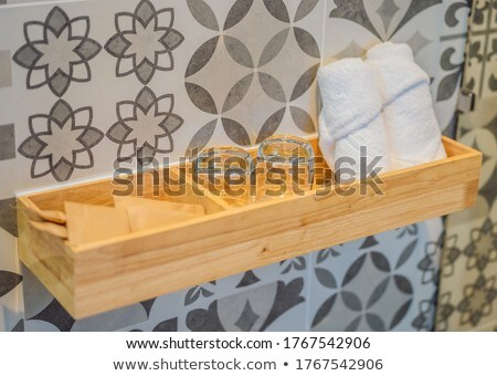 Handdoeken bril toiletartikelen paar bereid bloem Stockfoto © galitskaya