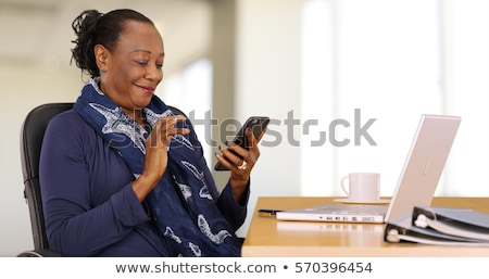 heureux · africaine · femme · ordinateur · portable · bureau · affaires - photo stock © dolgachov