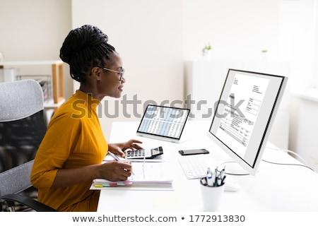 Kobiet rachunkowości ukończeniu cap kobieta Zdjęcia stock © AndreyPopov