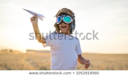 vrolijk · weinig · jongen · spelen · papier · vliegtuig - stockfoto © dmitriisimakov