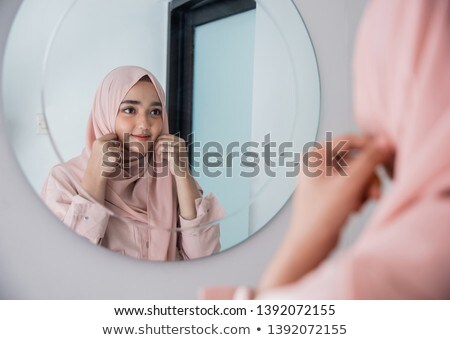 mirando · espejo · hermosa · retrato · borroso - foto stock © is2