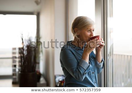 senior · vrouw · drinken · thee · vergadering · fauteuil - stockfoto © is2