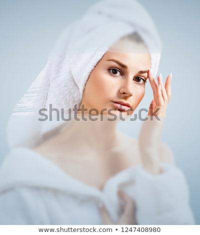 Mooie vrouw douche achter glas druppels venster Stockfoto © galitskaya