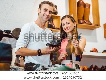 Donna scarpa venditore parlando migliore coppia Foto d'archivio © Kzenon