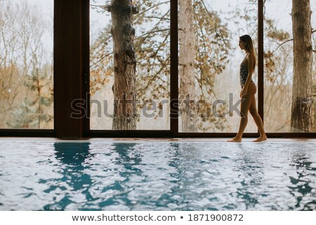 Stok fotoğraf: Güzel · genç · kadın · ayakta · yüzme · havuzu · bornoz · kadın