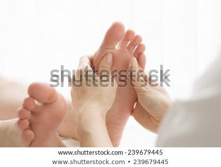 genç · kadın · ayak · masaj · tedavi · oda · kadın - stok fotoğraf © wavebreak_media